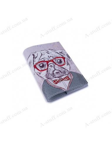 """Шкіряна обкладинка на паспорт """"Мопс у окулярах"""""""